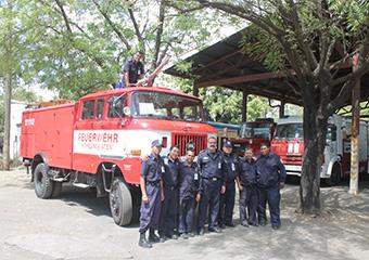 Übergabe der Feuerwehrmaterialien