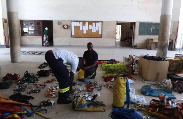 Höhenrettungsmaterial in Dar es Salaam eingetroffen